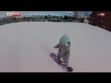 Годовалая малышка из США впервые покоряет склон на сноуборде (хорошее настроение, смешное видео, спорт, детство, ребенок).