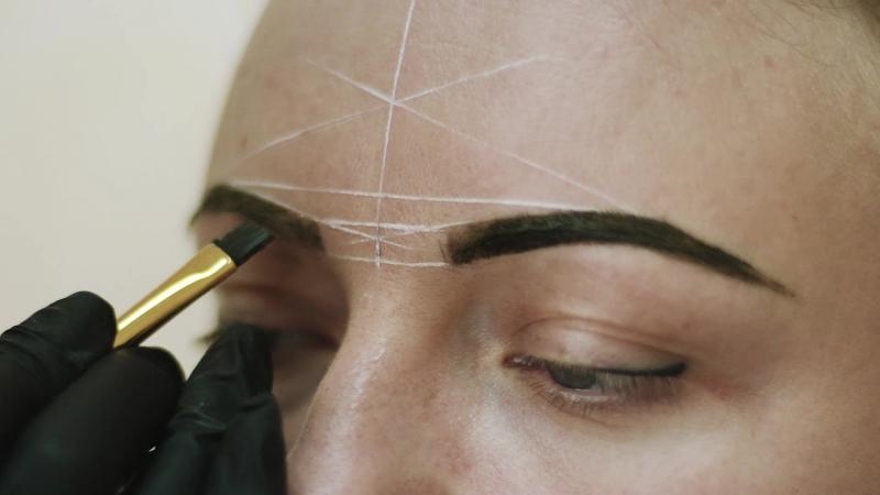 Создание гармоничных бровей в Первой школе бровистов Золотое Сечение