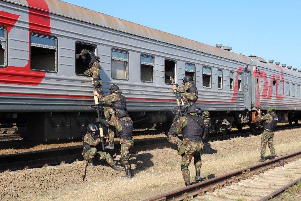 В Ростовской области завершился полевой выход ОМОНа на транспорте