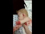 Услышьте, этому малышу очень больно, он нуждаются  вашей спасительной помощи
