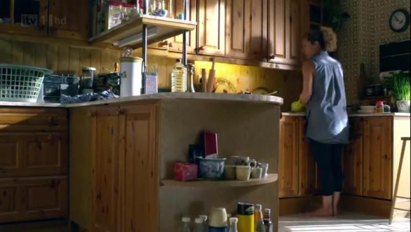 Дом на окраине (Marchlands, 2011) 1х05