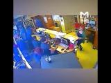 Появилось видео с камер в день нападения на Татьяну Фельгенгауэр. Никто даже не пытался задержать преступника. Рабская сущность