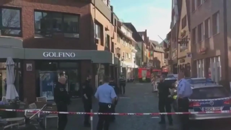 Attentato a Munster in Germania furgone schiaccia la folla le prime