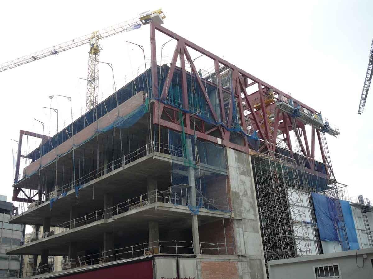 Конструктивный процесс строительства спортивного центра