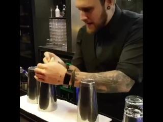 Фокусы от бармена . .