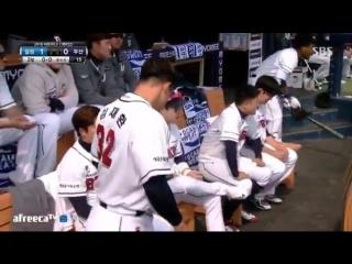 "Doosan bears baseball player yang eui-jis entrance song is ""joah"" and baseball player ryu ji hyuks entrance song is ""my last"""