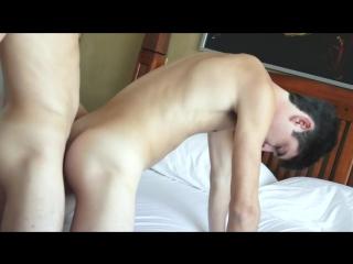 Жаркий секс двух молоденьких парней