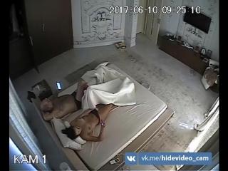 Дед пришёл в спальную к молодой красивой жене побеседовать | Grandfather came to the bedroom to his young beautiful wife to talk