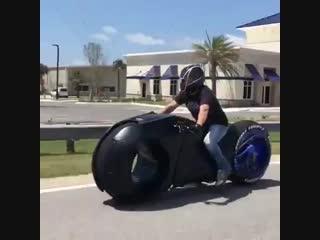 Австралийская мастерская parker brothers concepts создала электромотоцикл в стиле фильма «трон» - vk.com/brain.journal