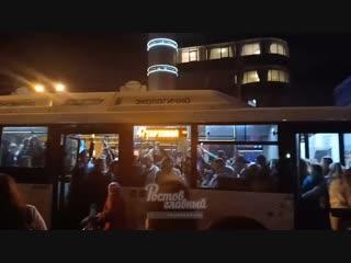 Давка в автобусе на остановке на Большой Садовой  Ростов-на-Дону Главный