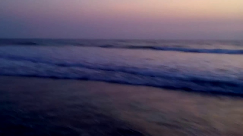 Сереневый закат на пляже Морджим. Гоа .Индия.Purple sunset on Morjim beach. Goa .India