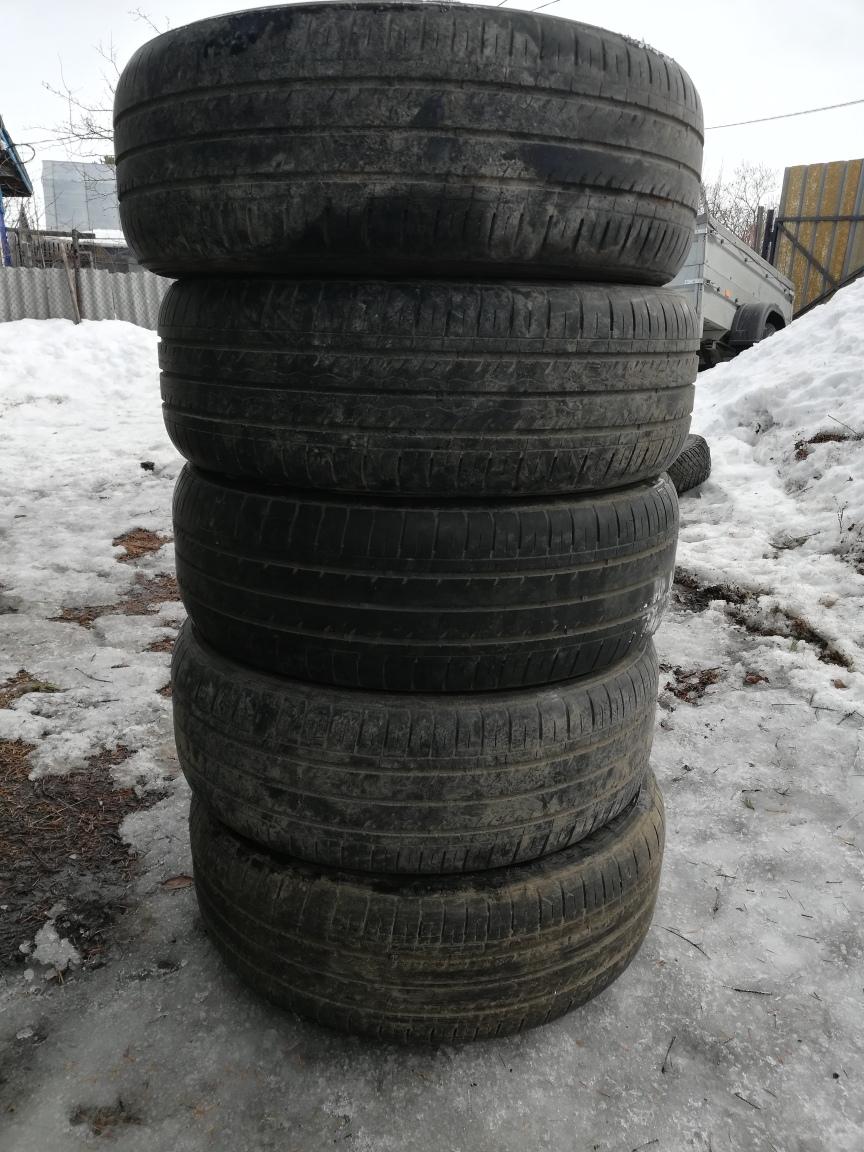 Продам резину летнюю кумхо 205/60 R16 5 балонов, цена 5000 рублей.