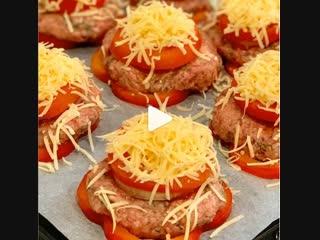 Котлеты с овощами в духовке (ингредиенты указаны в описании видео)