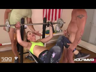 [gym fuck] selvaggia babe threesome makes selvaggia cum during hardcore double penetration