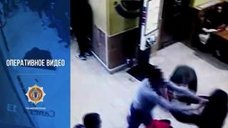 Столичные сыщики задержали трех жителей столицы, избивших мужчину за то, что тот прошел вне очереди.