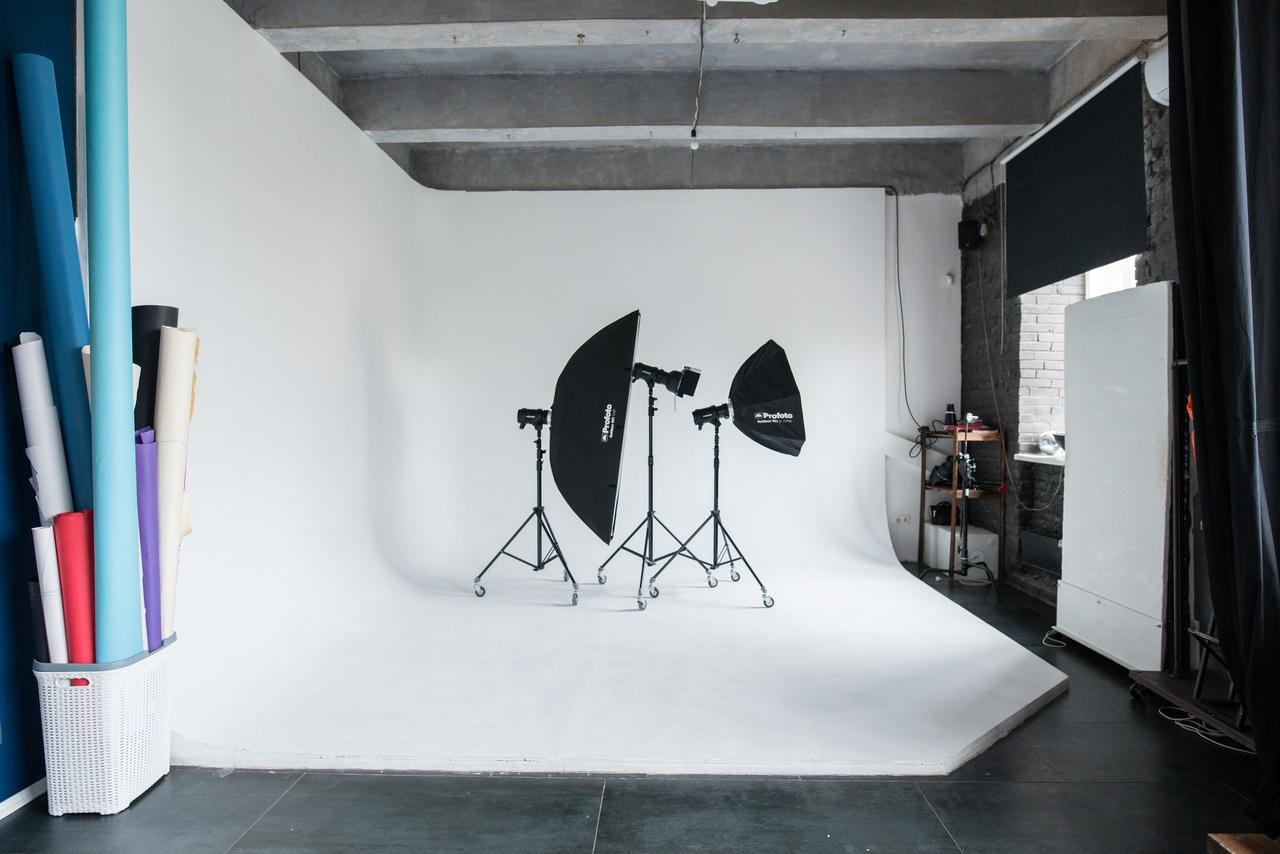 Снять фотостудию с дискотекой в москве