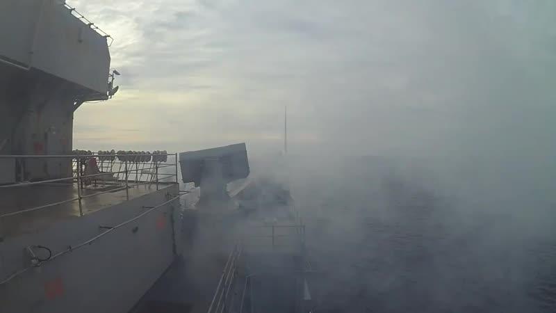 Пуск ракет с десантного корабля Uss Fort McHenry