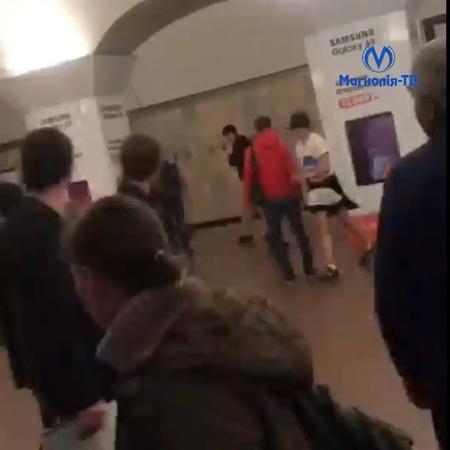 """Магнолія-ТВ (неофіційно) on Instagram: """"‼️UPD: Подробиці дивіться у сюжеті, відео вже завантажено в IGTV у профілі❗️ Бійка у столичному метро. Очев..."""