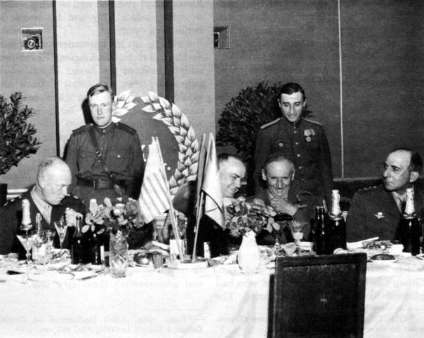 Бесцветная кока-кола была произведена в 1940-х годах по просьбе Георгия Константиновича Жукова лично для него