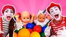 Deux mimes deux nounous pour bébé born Nourriture jeux et promenades