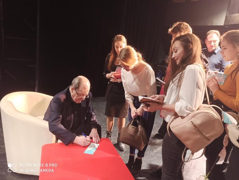 Почему Юрий Бурэ стал режиссером и в чем секрет успеха его спектаклей?, изображение №1