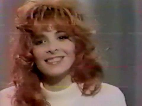 """𝖛𝖎𝖉𝖊́𝖔𝖘/𝕸𝖞𝖑𝖊̀𝖓𝖊 𝕱𝖆𝖗𝖒𝖊𝖗 ❤💀💋† on Instagram: """"Elle est rousse. En haut. 7 octobre 1988 - Interview dans 'Nulle Part Ailleurs'. mylenefarmer mylènefarmer queen 80s music artist…"""""""