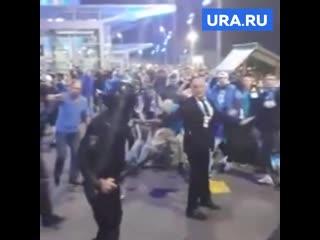 Драка ОМОНа и фанатов Зенита  в Петербурге