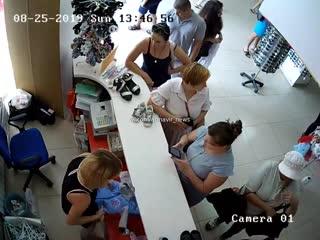 Девушка вытащила кошелек и попала на видео в Армавире 25 08 19
