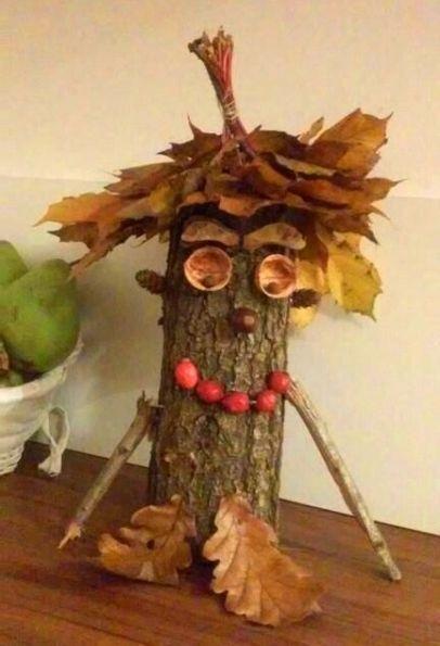 Домовые из природных материалов Такие поделки домовых можно сделать с младшими школьниками из деревянных чурбачков, мха, листьев, соломы и других природных материалов.Деревянный чурбачок,