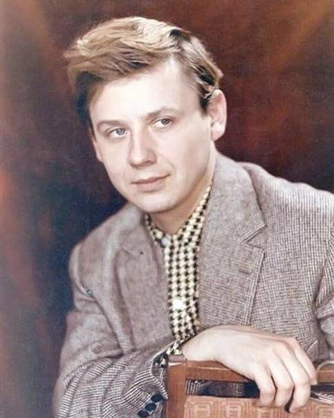 Олег Табаков , сегодня его день рождения  Какой ваш любимый фильм с ним