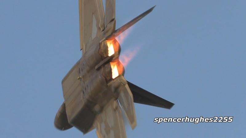 F 22 vs F 35 EAA AirVenture Oshkosh