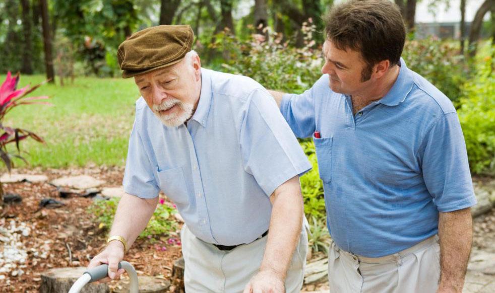 Некоторые люди, работающие в учреждениях по уходу за пожилыми людьми, могут сосредоточиться на обеспечении мобильности пациентов