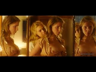 """Полина Виторган рассматривает голую грудь в зеркале - """"Выше неба"""" (2019)"""