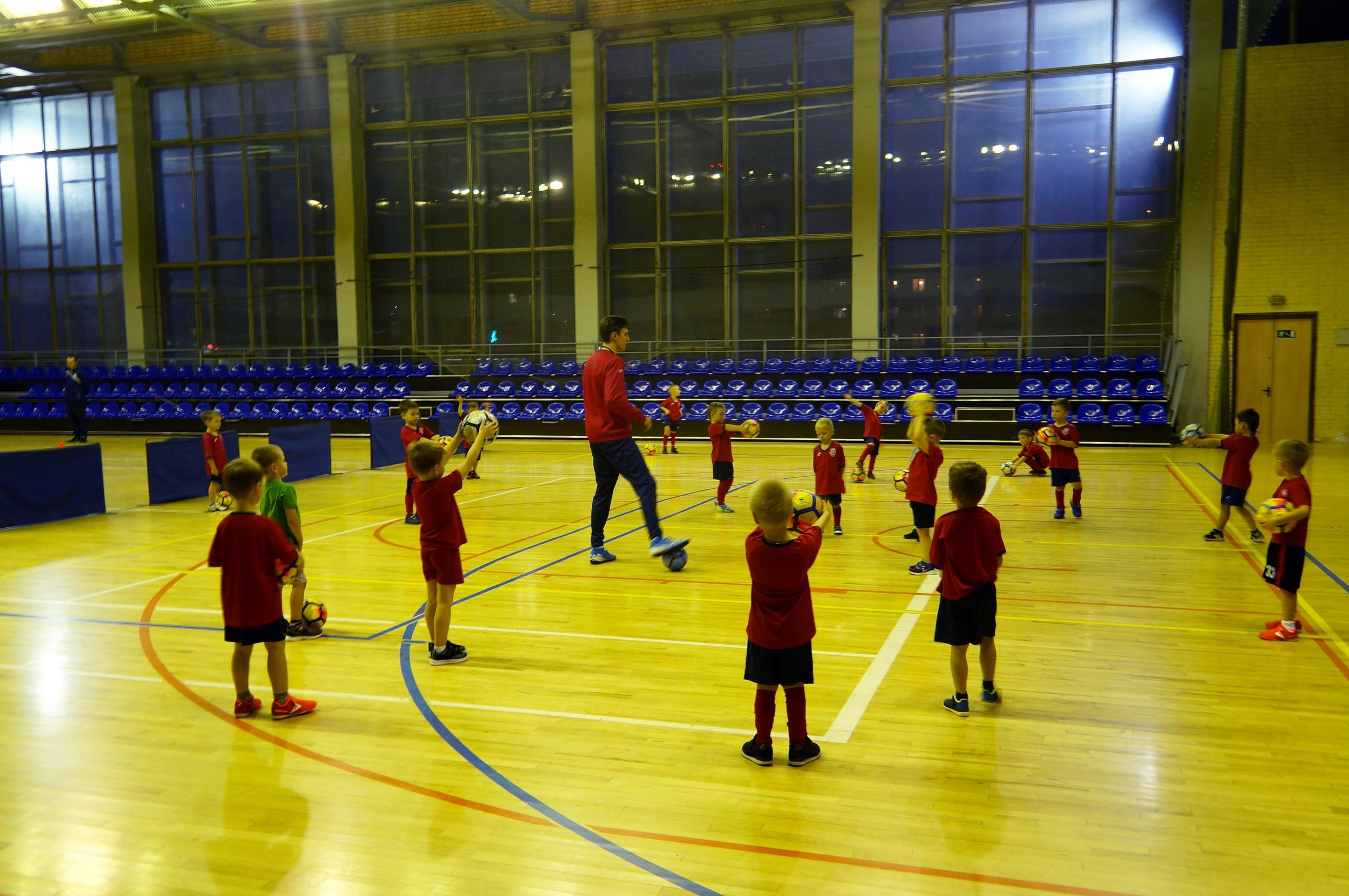 «Юный Витязь» ведет набор ребят 4-8 лет для занятий футболом