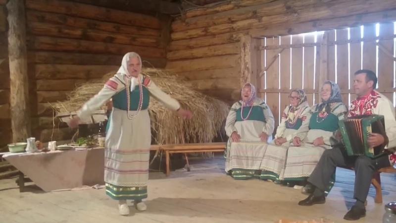 ПОЁТИ ТАНЦУЕТ БАБУШКА.ей ВСЕГО 90 ЛЕТ.ЭТО НЕЧТО НЕПОВТОРИМОЕ Бабушка в 90 лет и танцует и поет