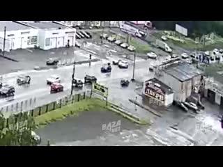 ДТП с лосем в центре Вологды ()