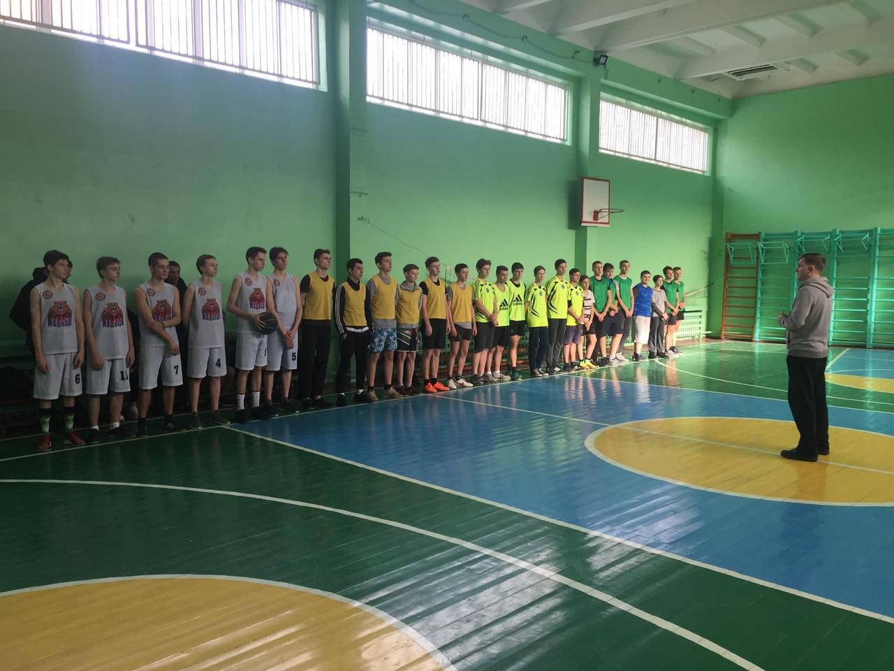 Районный этап школьных соревнования по баскетболу прошёл в Петровском районе
