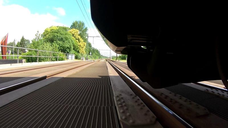 Experimenteren met een GoPro onder een trein. (GoPro under a train)