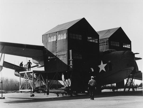 Гидросамолёт PBM-3D на авиазаводе Glenn L. Martin в городе Балтимор штата Мэриленд, 1943 год.