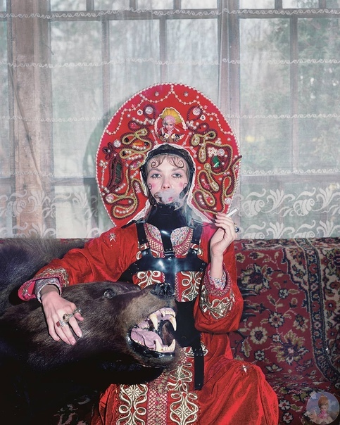 Провокационный проект Юлдус Бахтиозиной «Русская земля», в котором фотограф обыгрывает аутентичные мифологические