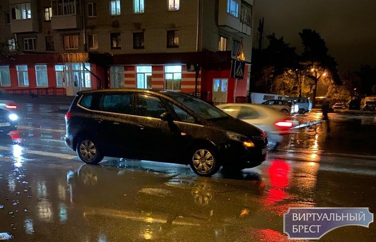 На ул. Жукова у магазина на переходе сбили пешехода
