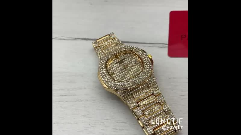 Шикарные часы инкрустированы стразами высокого качества