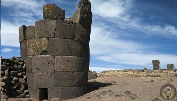 Загадочные башни инков в Перу В Перу, недалеко от города Пуно, находится известное кладбище инков под названием Сильюстани. Интересно, что в качестве могильных склепов использовались башни,