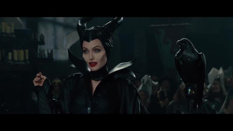 Малефисента накладывает заклятье на дочь короля - Малефисента Maleficent (2014)