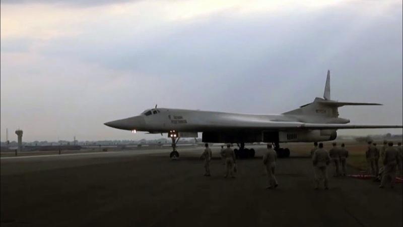 Российские стратегические бомбардировщики Ту-160 выполнили ночной полет над Индийским океаном.
