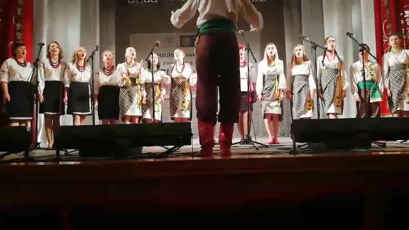 Співає старша група та ансамбль батьків вихованців хорового колективу української пісні Терниця