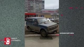 На пересечении улицы 250-летия Челябинска и 40-летия Победы автомобиль без водителя устроил аварию