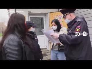 Полицейские из Казани проверяют ходят ли люди в масках NR