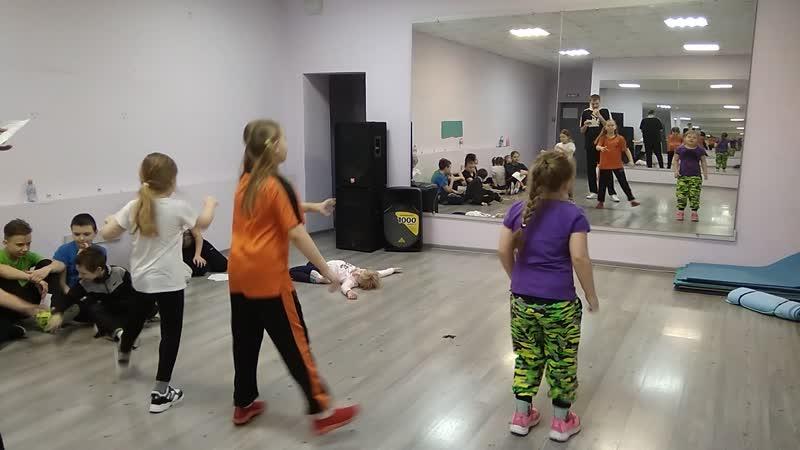 VID_20200226_190754 постановка Дианы, тренировочный выход - Арина и Екатерина.