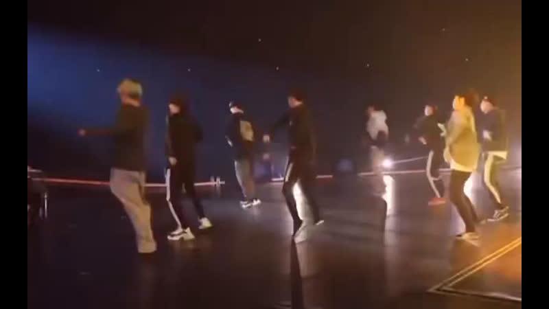 Backup dancer по имени Тэхён
